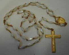 Chapelet. 1. Perles En Nacre, Chaîne, Médaille Et Croix Dorée. Avec Pochette - Religion & Esotérisme
