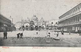 Italy - Venezia - Piazza San Marco - Feeding Pigeons - Venezia