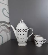 Vintage USSR Latvia Coffee Pot Creamer Milk Jug Pitcher RIGA Porcelain RPR Gold Trim White Coffee Beans - Cerámica Y Alfarerías
