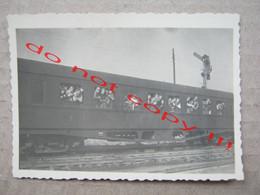 Bosnia And Herzegovina / Zenica - Railway Station, Bahnhof - People In The Train ( 1951 ) - Lugares