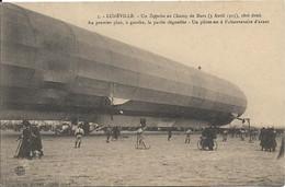 DIRIGEABLE.LUNEVILLE Un Zeppelin Au Champ De Mars - Luneville