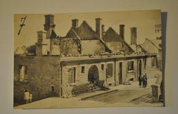19 Correze Egletons  Bombardements Carte Photo Une Maison Avec Personnages   ( Voir Description ) - Egletons