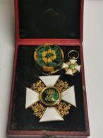 Très Ancienne Médaille Luxembourg, Officier De L'ordre Couronne Et Chêne. Plus Pet. Médaille - Tokens & Medals