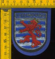 Scudetto Stemma In Stoffa Souvenir D' Epoca Fondo Blu Lussemburgo Luxembourg - Patches