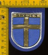 Scudetto Stemma In Stoffa Souvenir D' Epoca Fondo Blu Svezia Sweden - Patches