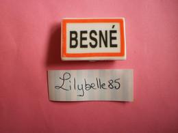 Feve PERSO En Porcelaine - PANNEAU D' ENTREE - BESNE 2011  ( Feves Figurine Miniature ) - Région