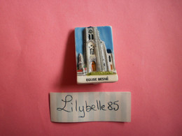 Feve PERSO En Porcelaine - EGLISE - BESNE 2011  ( Feves Figurine Miniature ) - Région