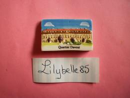 Feve PERSO En Porcelaine - QUARTIER DAVOUT - CHEVALIER JOIGNY 2012  ( Feves Figurine Miniature ) - Regioni
