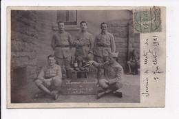 CARTE PHOTO MILITARIA Groupe De Militaires Honneur Aux Anciens    écrite De Metz  Le 3 Juillet 1921 - Personnages