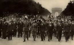 LE GENERAL DE GAULLE ET LE CORTEGE OFFICIEL AUX CHAMPS ELYSEES LE 26 AOUT 1944 - Guerra 1939-45