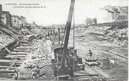 44 - SAINT NAZAIRE - 1904 - OUVRIERS DU PORT TRAVAILLANT A LA CONSTRUCTION DES NOUVEAUX BASSINS - 2 SCANS - Saint Nazaire