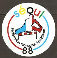 AUTOCOLLANT ADHÉSIF STICKER JEUX OLYMPIQUES SÉOUL 1988 FÉDÉRATION FRANCAISE ATHLÉTISME  - HAIE - Olympische Spelen