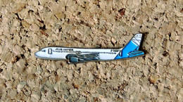 Pin's AVION - Compagnie Aérienne AIR INTER Jet De Profil - Peint Cloisonné - Fabricant Inconnu - Aerei