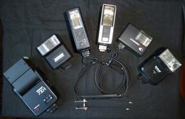 Lot De 6 Flashs Pour Appareils Photos  + 2 Déclencheurs + 1 Courroie Olympus ( Liquidation De Stock) - Zubehör & Material