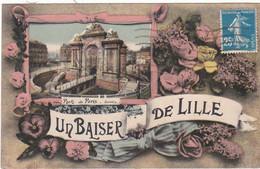 F3642 UN BAISER DE LILLE -  VUE DE LA PORTE DE PARIS SUR FOND DE FLEURS - DOS VERT - Lille