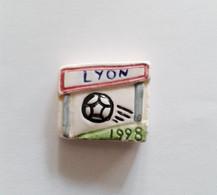 Fève Ancienne Publicitaire NEX Sport Football Lyon 1998 - Santons/Fèves
