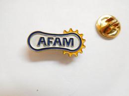 Beau Pin's , Moto , AFAM , Kit Chaîne - Motorfietsen