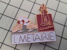 715d Pins Pin's / Rare & Belle Qualité THEME BOISSONS / VIN CHIROUBLES LOUIS METAIRIE - Boissons