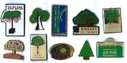 ARBRES - AR1 - 10 Pin's Différents - Verso : DIVERS - Badges
