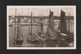 CONCARNEAU  1943 BATEAUX Thoniers Quai Carnot   - Très Très Bon état – Yww1756 - Concarneau