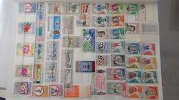 L45 Collection Timbres ** De Différents Pays D'Afrique Dont Haute-Volta, Laos, Madagascar, Mali ... Voir Commentaires - Sammlungen (im Alben)