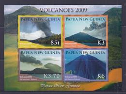 Papua New Guinea 2009 Volcanoes Sheetlet MNH - Papua-Neuguinea
