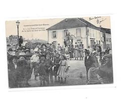 88 - LANEUVEVILLE LES RAON : Le Pont Et L'avenue De La Gare Un Jour De Fête - Other Municipalities