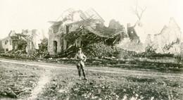 PHOTO ALLEMANDE - OFFICIER DANS LES RUINES DE LAURENT (BLANGY)  PRES D' ARRAS PAS DE CALAIS - GUERRE 1914 1918 - 1914-18