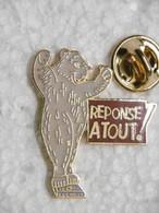 """Pin's - Médias Jeu TV Et Revue Magazine """"RÉPONSE A TOUT !"""" - Animaux OURS Savant BEAR - Medien"""