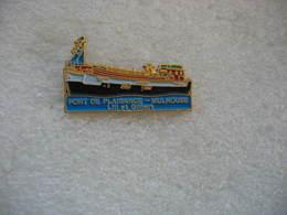 Pin's D'une Péniche Au Port De Plaisance De Mulhouse.  Lili Et Gilbert - Barche