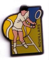 AA337 Pin's Tennis Club De Novillars Doubs  Achat Immédiat - Tennis