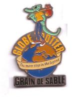 AN410 Pin's Crocodile Caïman Globe Trotter Grain De Sable Achat Immédiat - Animali