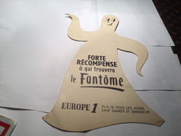 Publicité Europe 1 Forte Récompense Qui Trouvera Le Fantôme Fantôme Sur Carton - Publicité