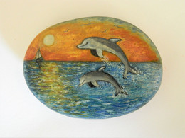 Original Painting Of Dolphins And Sunset Hand Painted On A Spanish Beach Stone Paperweight Decoration - Fermacarte