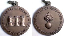 04396 MEDAGLIA COMMEMORATIVA ADUNATA NAZIONALE GRANATIERI DI SARDEGNA NAPOLI 1971 - Italy