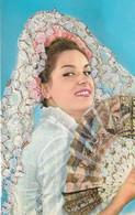 Carte Brodée Jeune Femme Espagne Mantille Eventail  Recto Verso - Embroidered