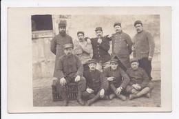 CARTE PHOTO  MILITARIA Militaires Caserne Charras Courbevoie(ecrit Au Dos Texte) - Personnages