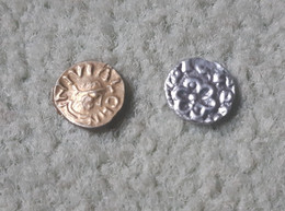 Lot De 2 Reproductions De Monnaies Mérovingiennes - 470-751 Monete Merovingi
