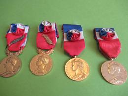 4 Médailles Du Travail/ RF/ Avec Rosettes /dont 2 Avec Palmes/Cochin/Charbonnier/1962-1976-1984-1985    MED387 - France