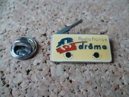 PIN'S   RADIO FRANCE DROME - Medien