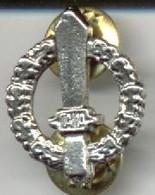 RÉPLICA Insignia Italia. 2ª Guerra Mundial - Abzeichen & Ordensbänder
