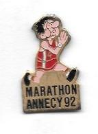 Pin's  Ville, Sport  Athlétisme  MARATHON  ANNECY  1992  ( 74 ) - Leichtathletik