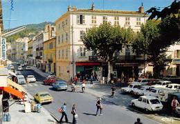 DRAGUIGNAN - Place Claude Gay - Automobiles, Renault 4L (7) - Draguignan