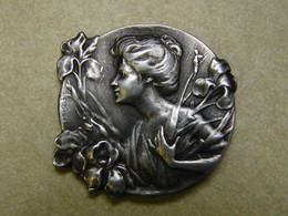 Bijoux. 37. Ancienne Broche Art Nouveau, Femme Et Fleurs De E. Dropsy - Brooches