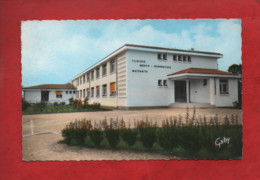 CPSM Petit Format - Challans  -(Vendée ) - La Clinique ( Clinique Médico Chirurgicale -Maternité ) - Challans