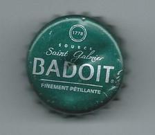 V 5 - CAPSULE D'EAU MINERALE BADOIT - Source Saint Galmier - Other
