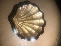 Portacenere A Forma Di Conchiglia In Vetro Color Oro E Argento - Vetro