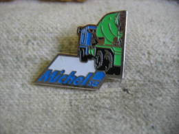Pin's Béton MICHEL SA. Camion à Toupie - Transport Und Verkehr