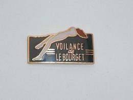 Pin's COLLANT VOILANCE DE LE BOURGET - Pin-ups