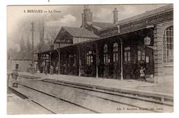 CPA Bergues 59 Nord Chemin De Fer La Gare Animée P Berteloot N°4 - Bergues